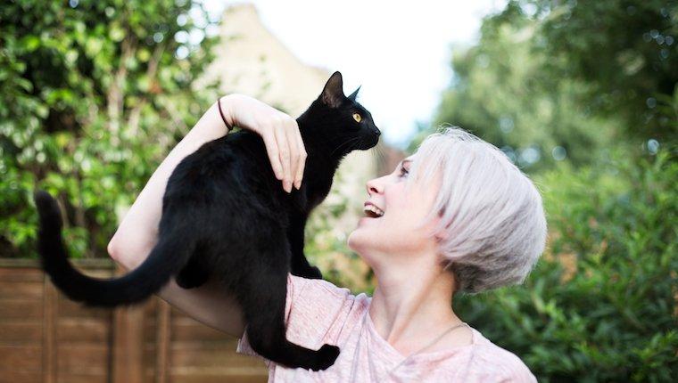 Mujer, tenencia, gato
