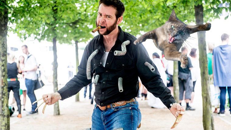 wolverine de x-men con gato